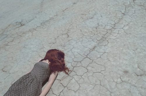 sand-woman-floor-dry-broken-cracked-595661-pxhere.com